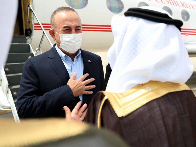 Turkish FM Çavuşoğlu in Saudi Arabia for talks to mend ties, Jerusalem clashes rise
