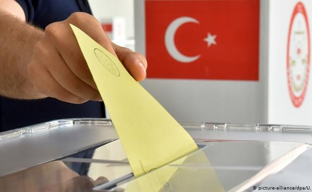 Top Turkish pollster predicts early elections in 2022